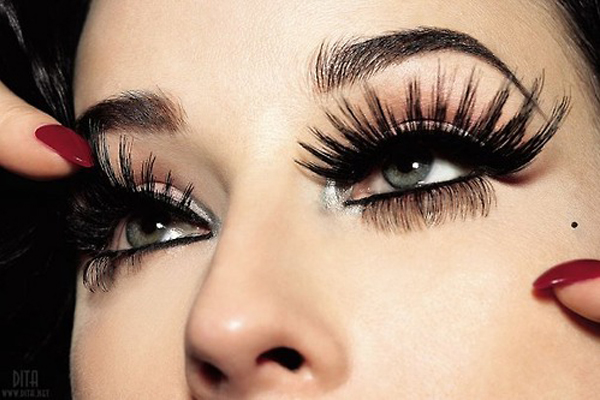 Make Your Eyelashes Look Longer, Thicker And Fuller!