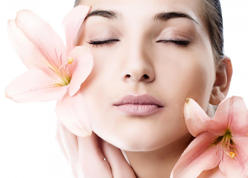 A flower's delicate petals contain antioxidants to help heal skin and reduce inflammation