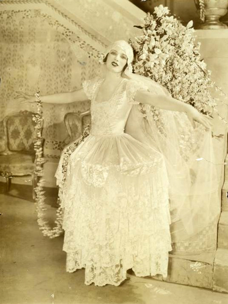 Art Deco Flapper Bride