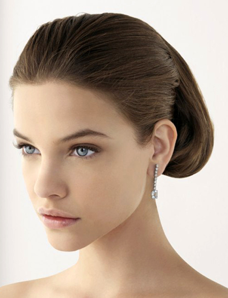 Spanish style is all about the clean, natural makeup looks from Rosa Clara