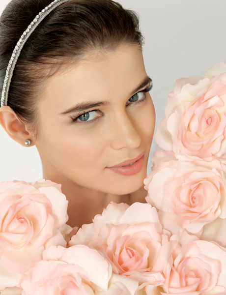 Pink flowers matched with a soft pink lip bring calmness & fill the heart with love.
