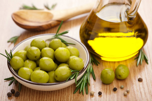 Olives are a storehouse of top natural antioxidants like Vitamin E, Beta Carotene, Squalane and Vitamin K.