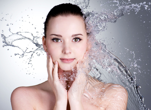 Lack of adequate water consumption is evident in the form of dry, flaky skin, fine lines, and dark circles.
